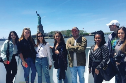 see sights of Circle Line Sightseeing Landmarks Cruise